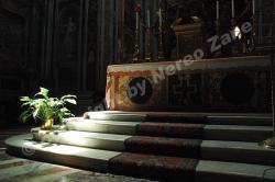Altare di chiesa romana