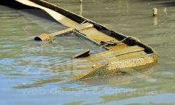 Barca abbandonata e semi-affondata sul Marzenego