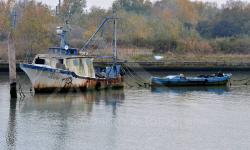 Motopesca abbandonato in Canal Salso (11/2020) -  Confronta con foto del 2012